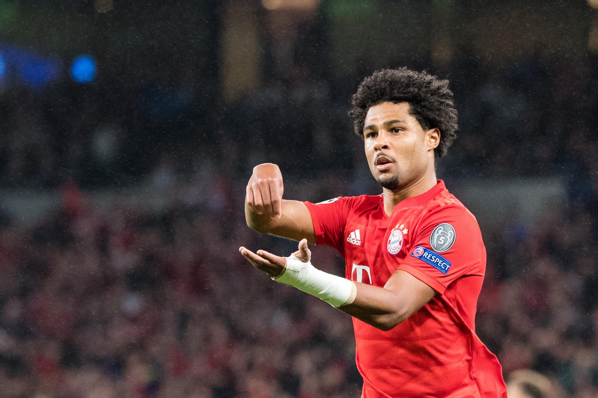 Wenn Bayern-Star Serge Gnabry einen Treffer erzielt, zeigt er einen besonderen Torjubel.