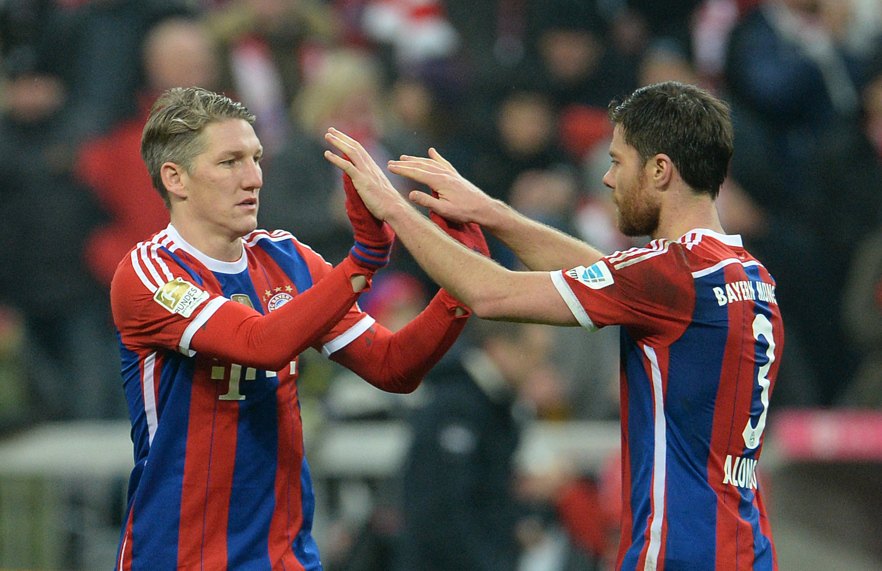Führt sein Weg zurück zum FC Bayern? Xabi Alonso (r.) ist mittlerweile als Trainer aktiv.