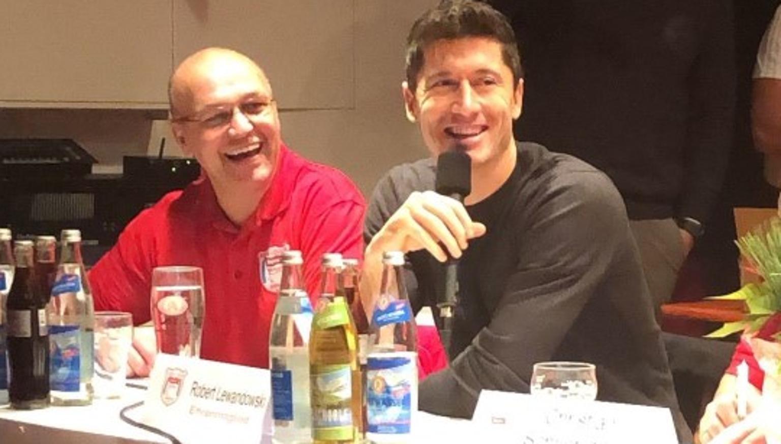 Robert Lewandowski hatte seinen Spaß beim Fanclub-Treffen in Obing.