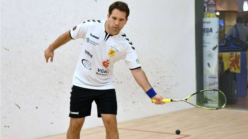 Punktete an Position vier: Torsten Wagner vom Squash-Bundesligisten 1. SC Diepholz bezwang am ersten Advent Youngster Jan Wipperfürth vom RSB in Rheydt in vier Sätzen. Foto: Westermann