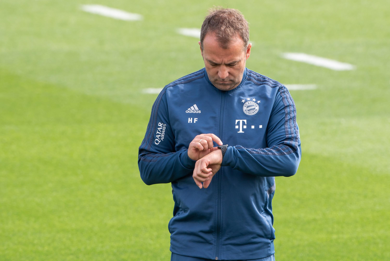Trainer Hansi Flick im Trainingslager des FC Bayern München in Doha.
