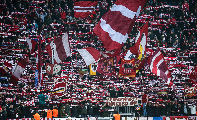 Die Fans von Bayern München setzten im Heimspiel gegen Schalke ein klares Zeichen.