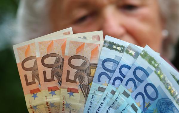 Einer 60-jährigen Arbeitnehmerin bleiben später gerade mal 1.000 Euro, so die Renten-Beratung. (Symbolbild)