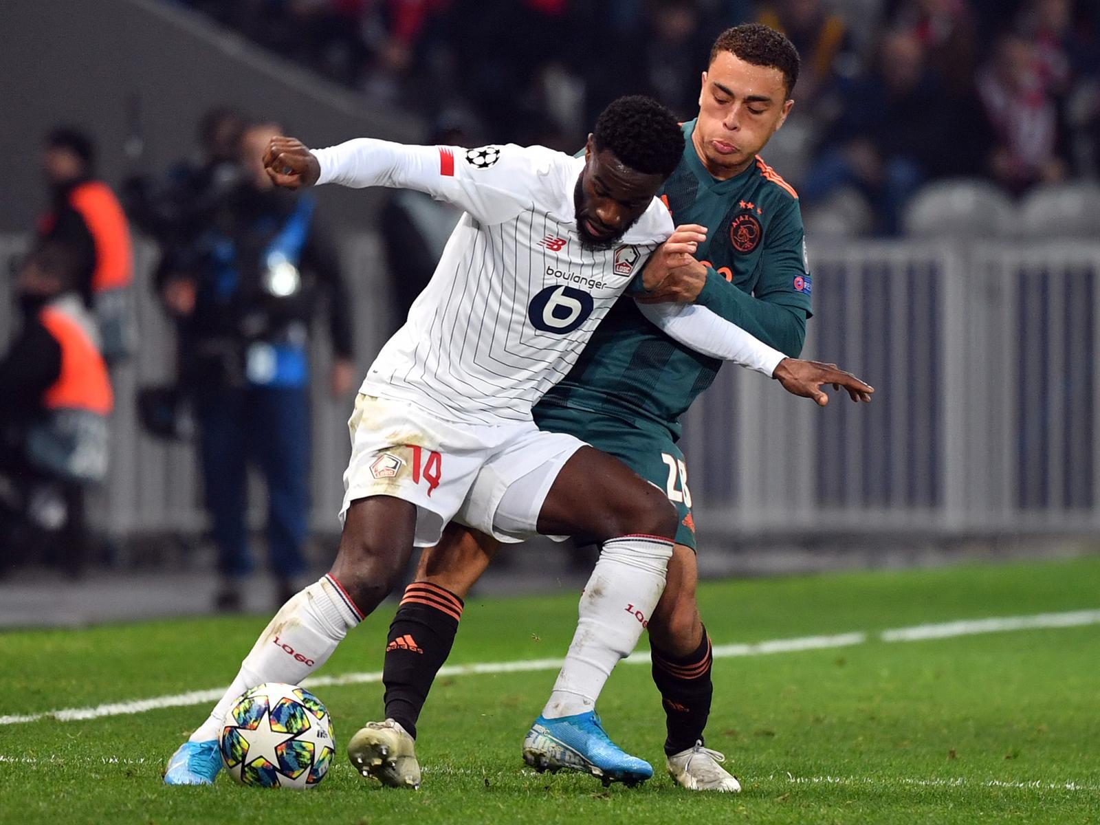 Sergino Dest (r.) ist einem Wechsel zum FC Bayern gegenüber wohl nicht abgeneigt.