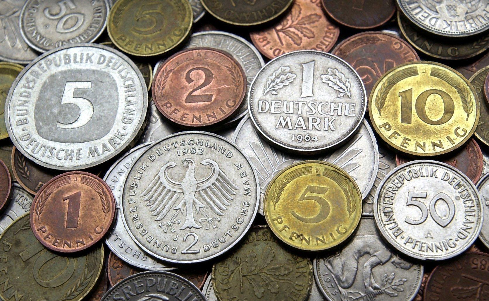 Alte DM-Münzen können heute viel Geld bringen.