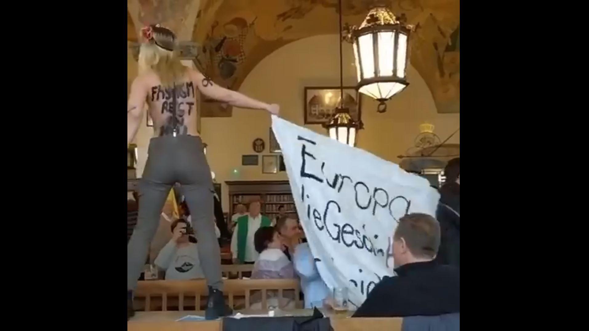 Irres Video: Aktivistinnen mit Hüllenlos-Aktion in legendärem Münchner Traditions-Wirtshaus