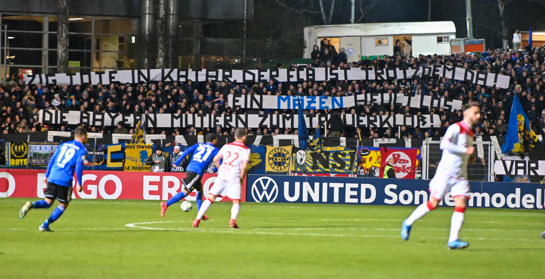 Saarbrücker Fans mit Häme gegen den FC Bayern.