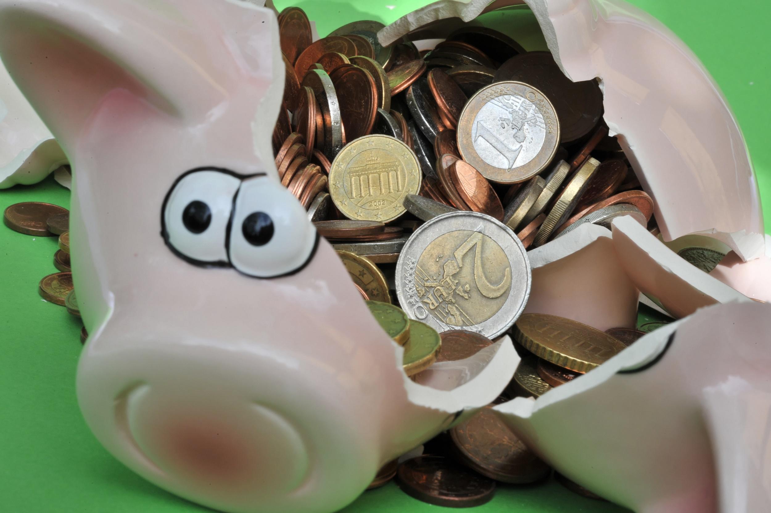 Sparen, investieren oder ausgeben? Bei einer drohenden Rezession stellt sich die Frage, was man mit seinem Geld tun sollte.