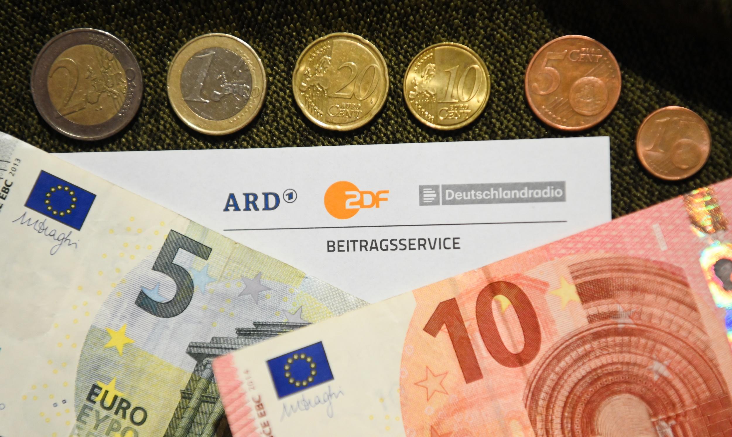 Das Bundesverfassungsgericht hatte die Eilanträge von ARD, ZDF und Deutschlandradio gegen die Blockade der Erhöhung des Rundfunkbeitrags abgewiesen.