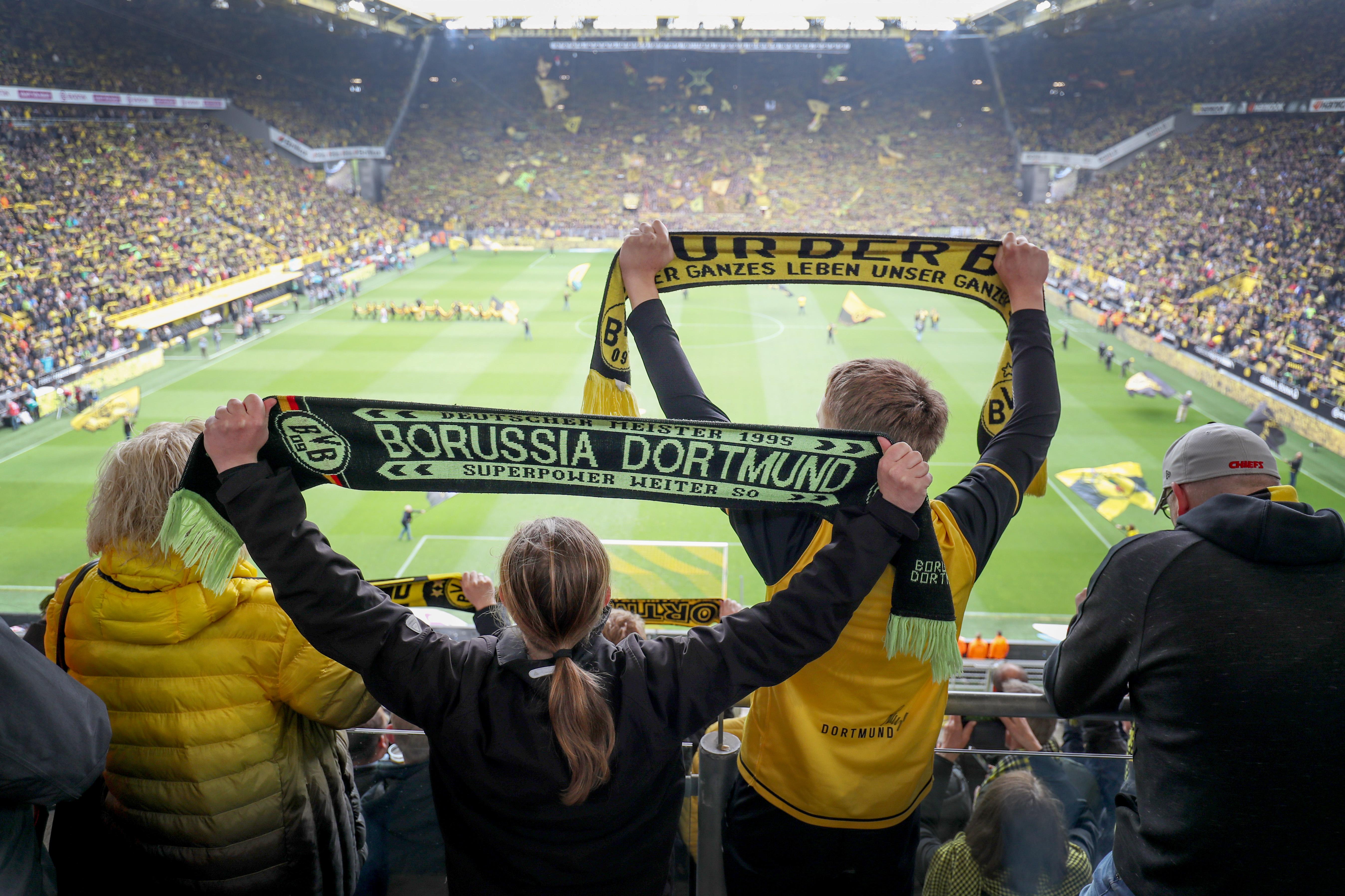 Vorerst nicht mehr zu sehen: Fans von Borussia Dortmund in einem vollen Signal Iduna Park.