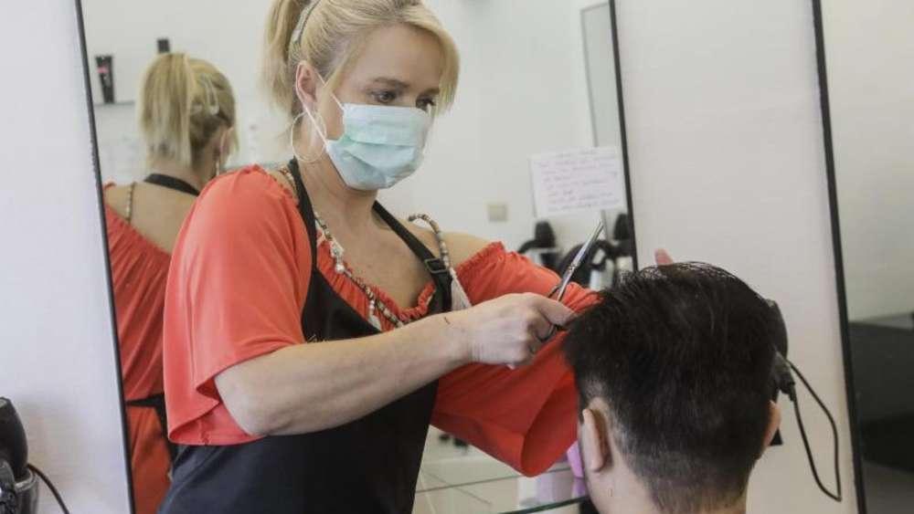 Friseure haben wieder offen - mit vielen Kunden ist in diesen Tagen zu rechnen.
