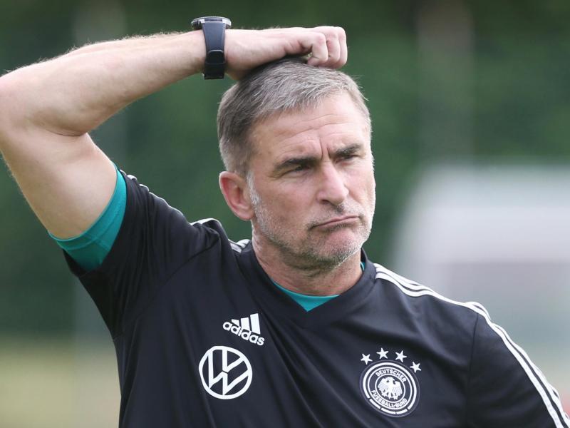 Schaut mit einer gewissen Zurückhaltung für die U21 auf die kommenden Jahre: Trainer Stefan Kuntz. Foto: Cézaro De Luca/dpa