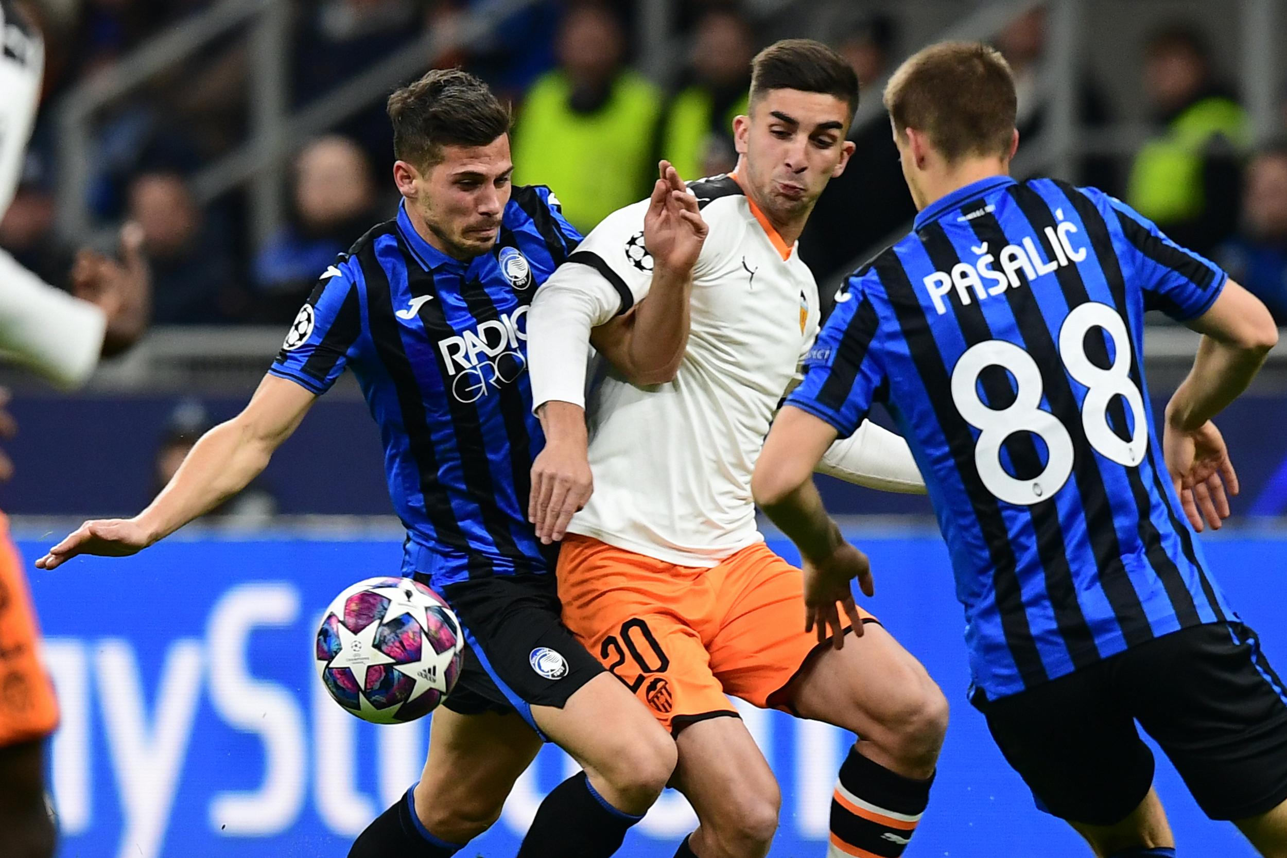 Der BVB soll an einem Transfer von Ferran Torres (m.) vom FC Valenica interessiert sein.