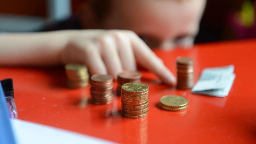 Millionen Menschen haben einen Vertrag zur Lebens- und Rentenversicherung.