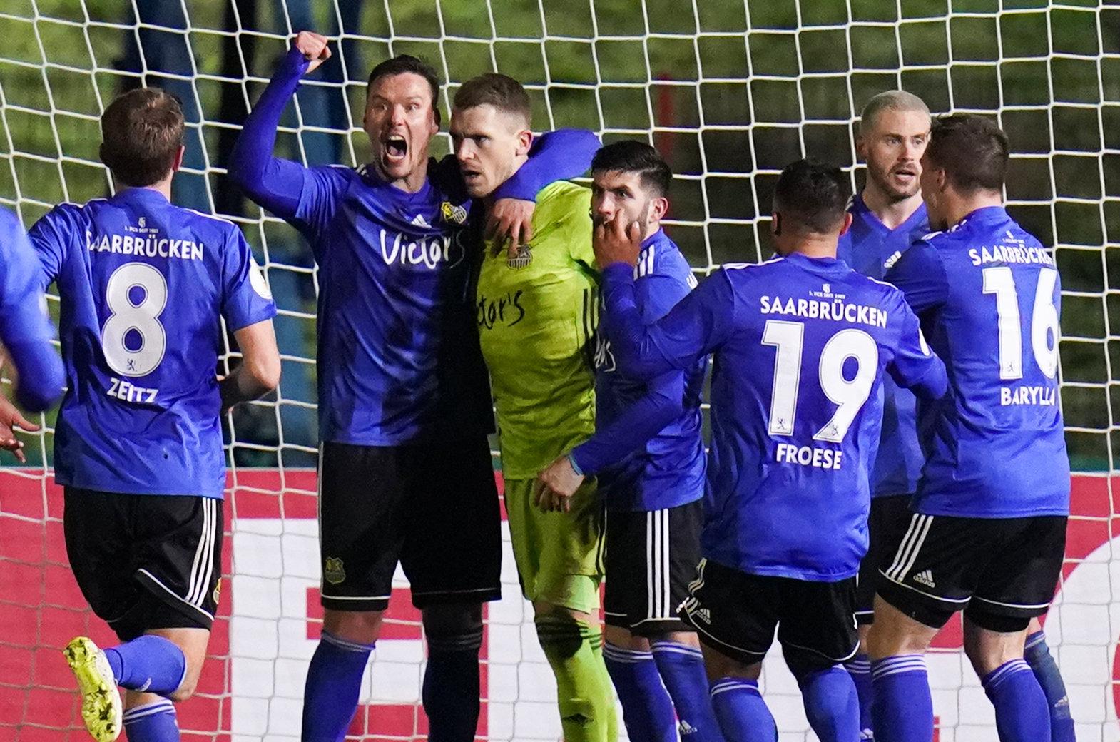 Die Pokal-Helden des 1. FC Saarbrücken.