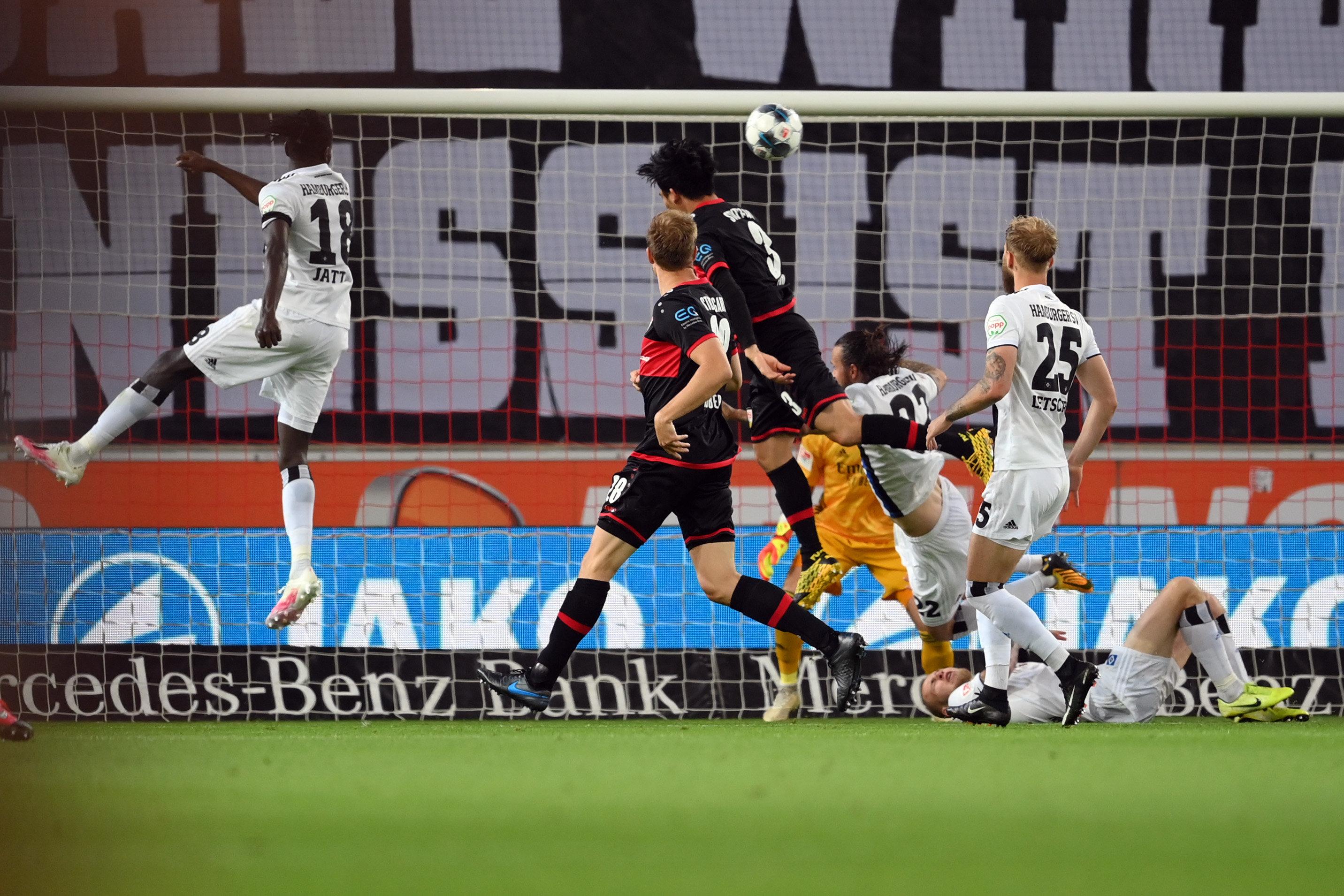 Der passt: Wataru Endo erzielt das zwischenzeitliche 1:2 für den VfB Stuttgart.