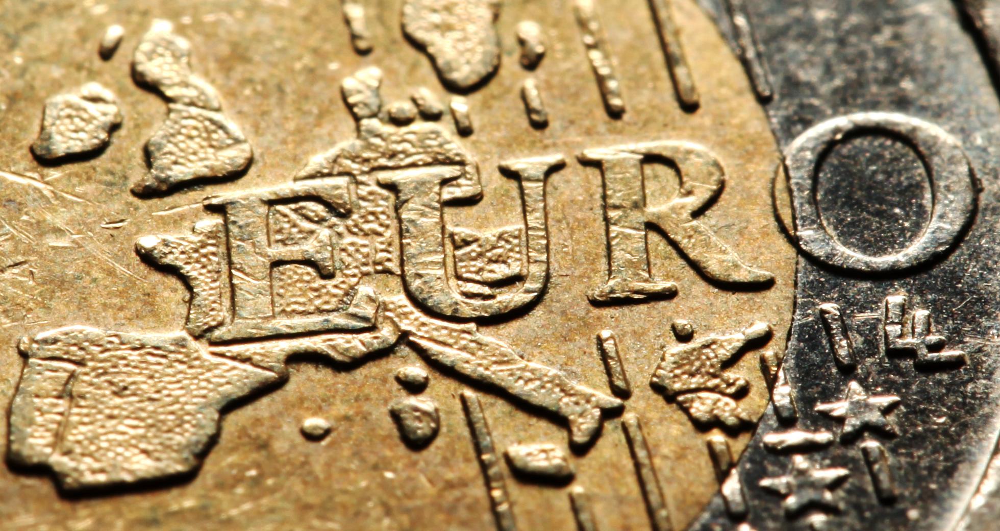 Hier die 2-Euro-Münze, wie man sie kennt. Zum 50. Jahrestag der ersten