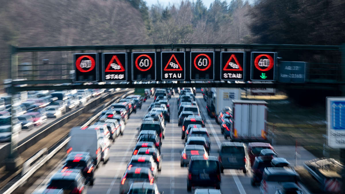 A8:Mega-Stau und Verkehrschaos? Vollsperrung angekündigt -Wichtige Verkehrsroute dicht