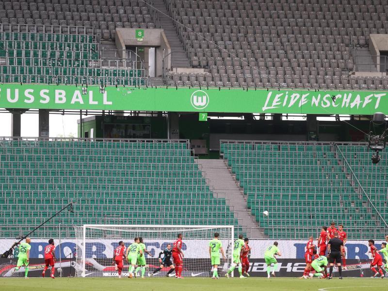 Sollen bald Geschichte sein: Geisterspiele in der Fußball-Bundesliga. Foto: Kai Pfaffenbach/Reuters-Pool/dpa