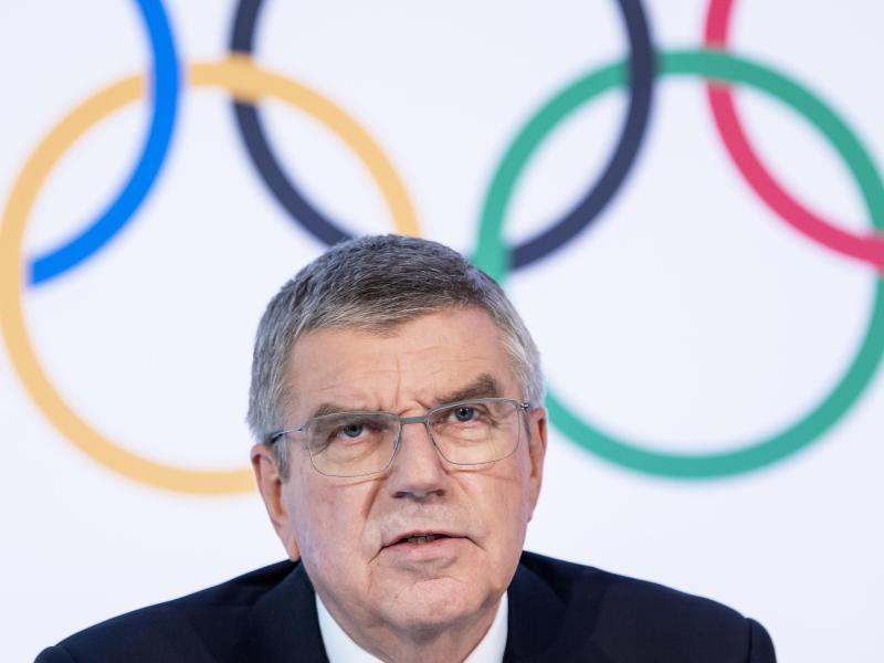 Kann sich Olympia ohne Zuschauer nicht vorstellen: IOC-Chef Thomas Bach. Foto: Jean-Christophe Bott/KEYSTONE/dpa
