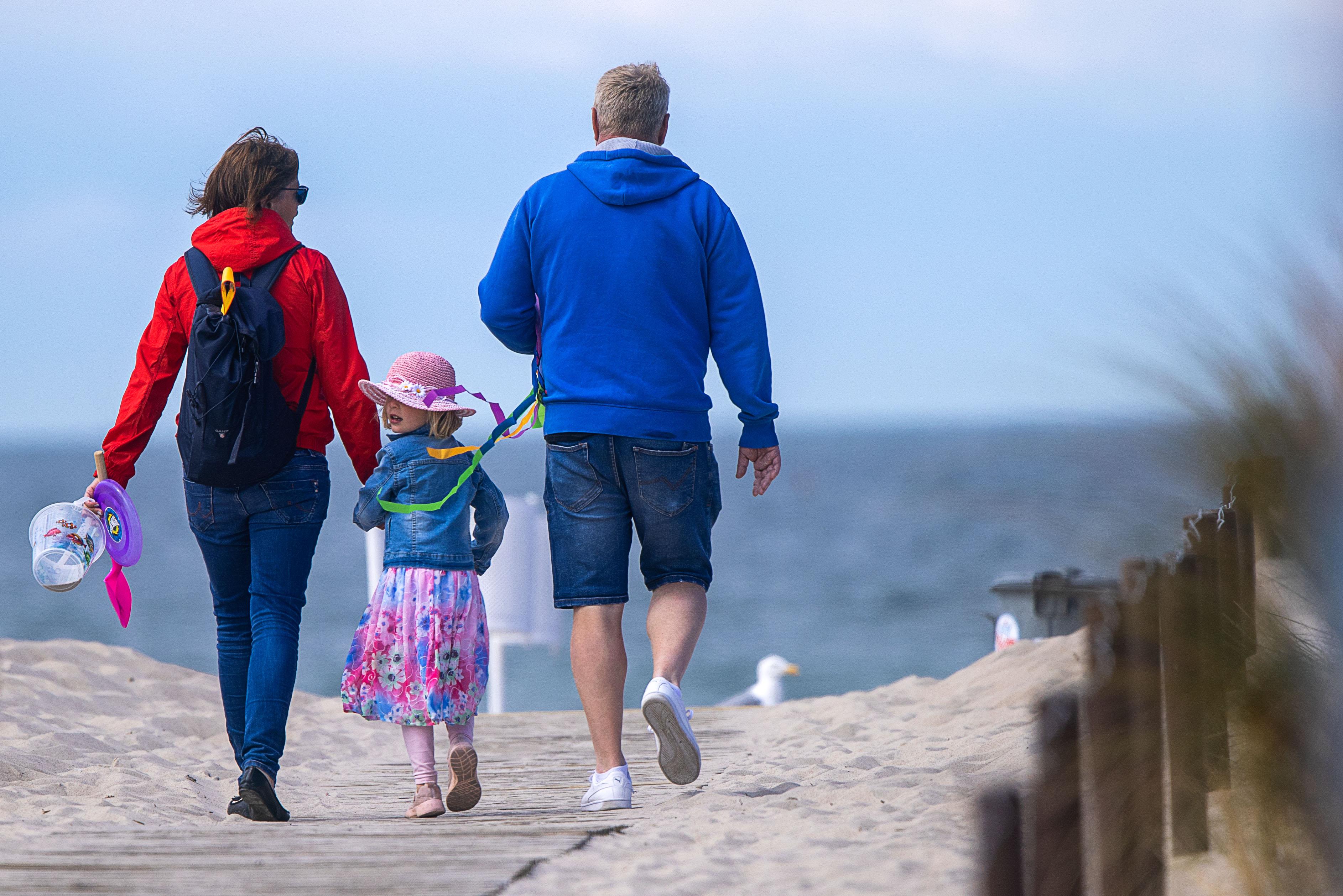 Auch die Betreuung der Kinder durch Familienangehörige können Eltern von der Steuer absetzen.