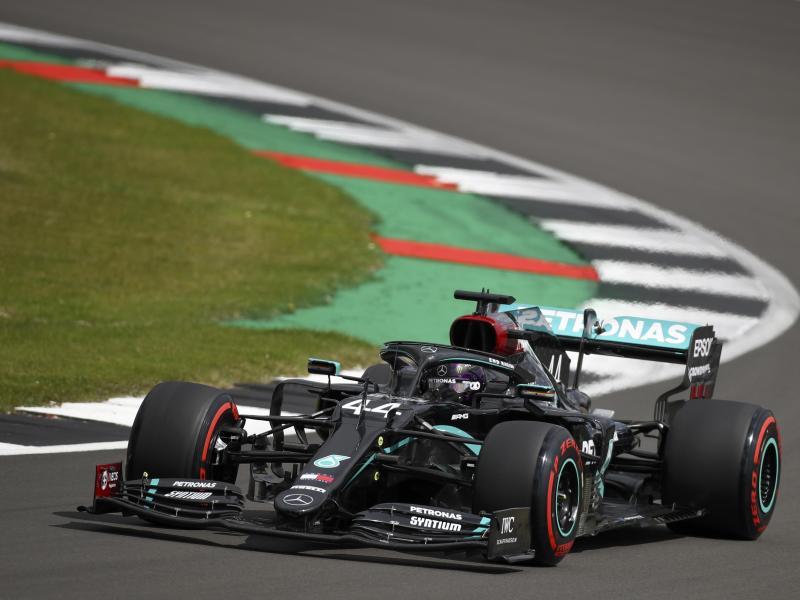 Lewis Hamilton stellte einen neuen Streckenrekord in Silverstone auf. Foto: Bryn Lennon/Pool'Getty/ AP/dpa