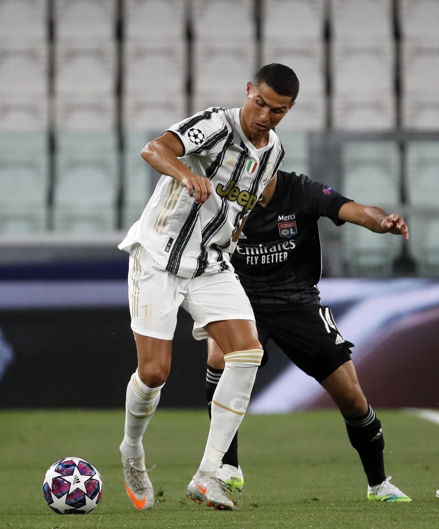 Maurizio Sarri (r.) ist nicht mehr Trainer von Juventus Turin.