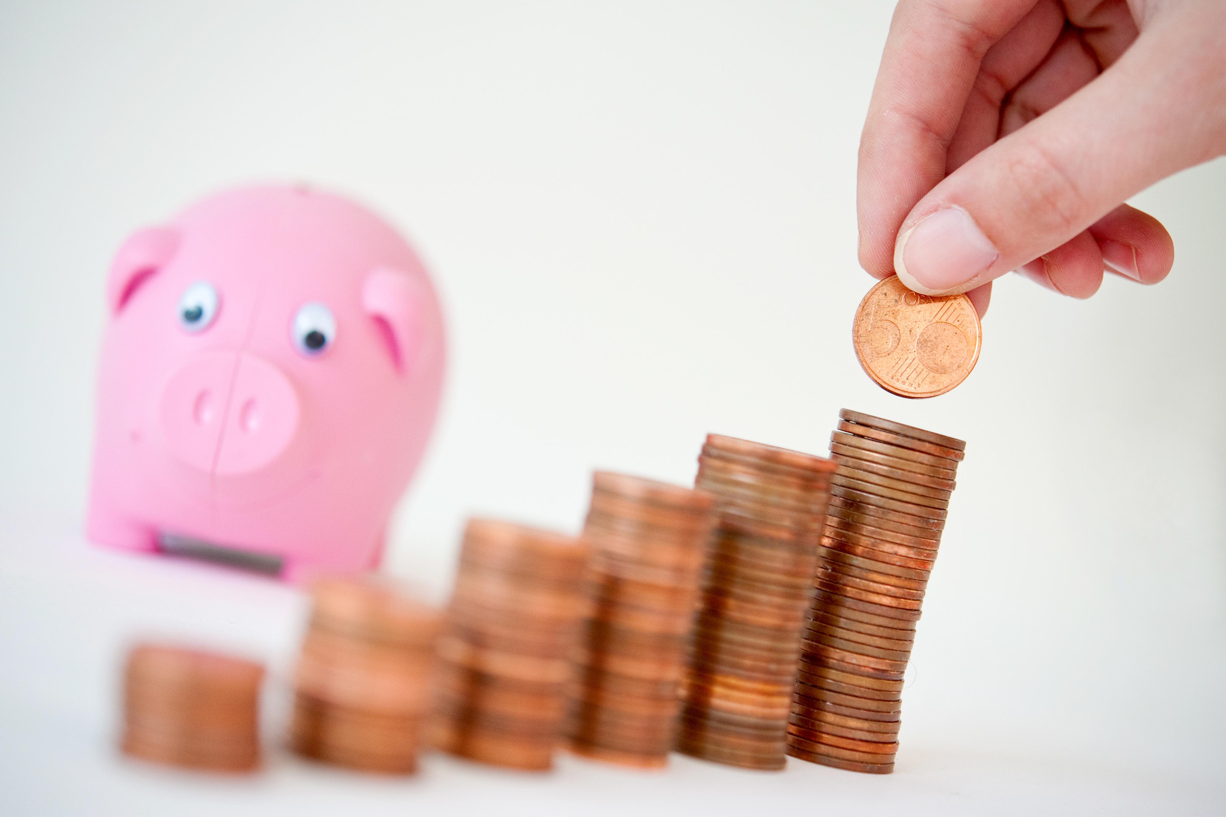 Manche Banken verlangen für Guthaben auf dem Konto ab dem ersten Euro Strafzinsen.