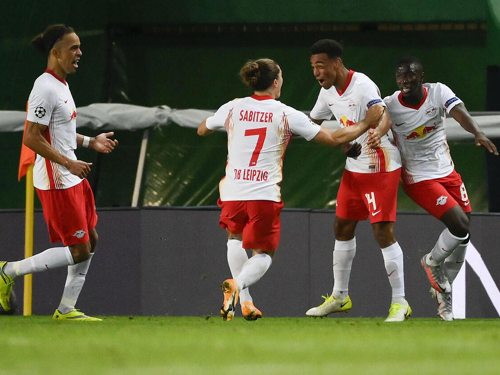 Marcel Sabitzer, Yussuf Poulsen und Co. feiern mit Tyler Adams den Siegtreffer für RB Leipzig.