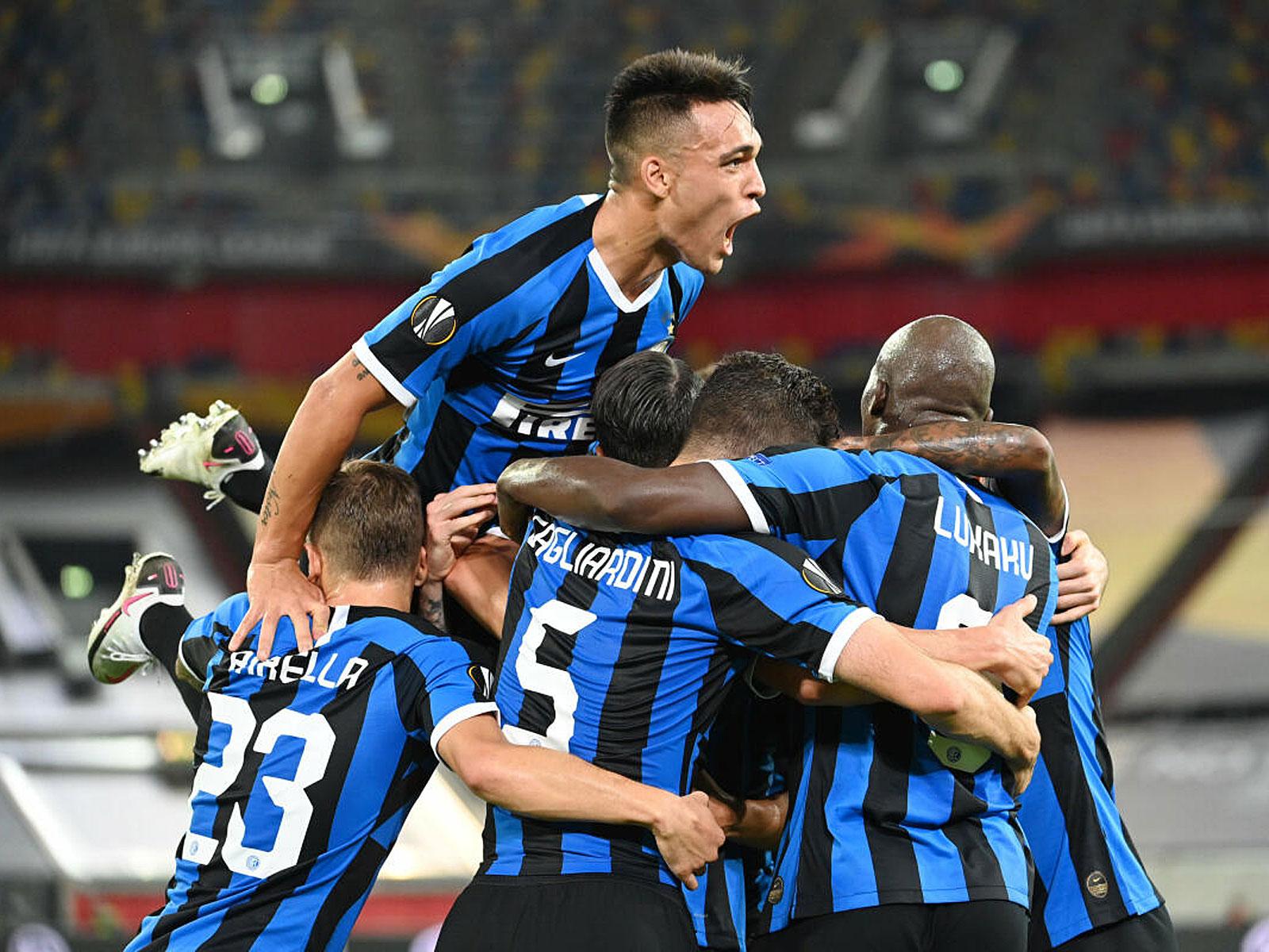 Inter Mailand steht nach einem 5:0-Erfolg über Schachtar Donezk im Finale der Europa League.