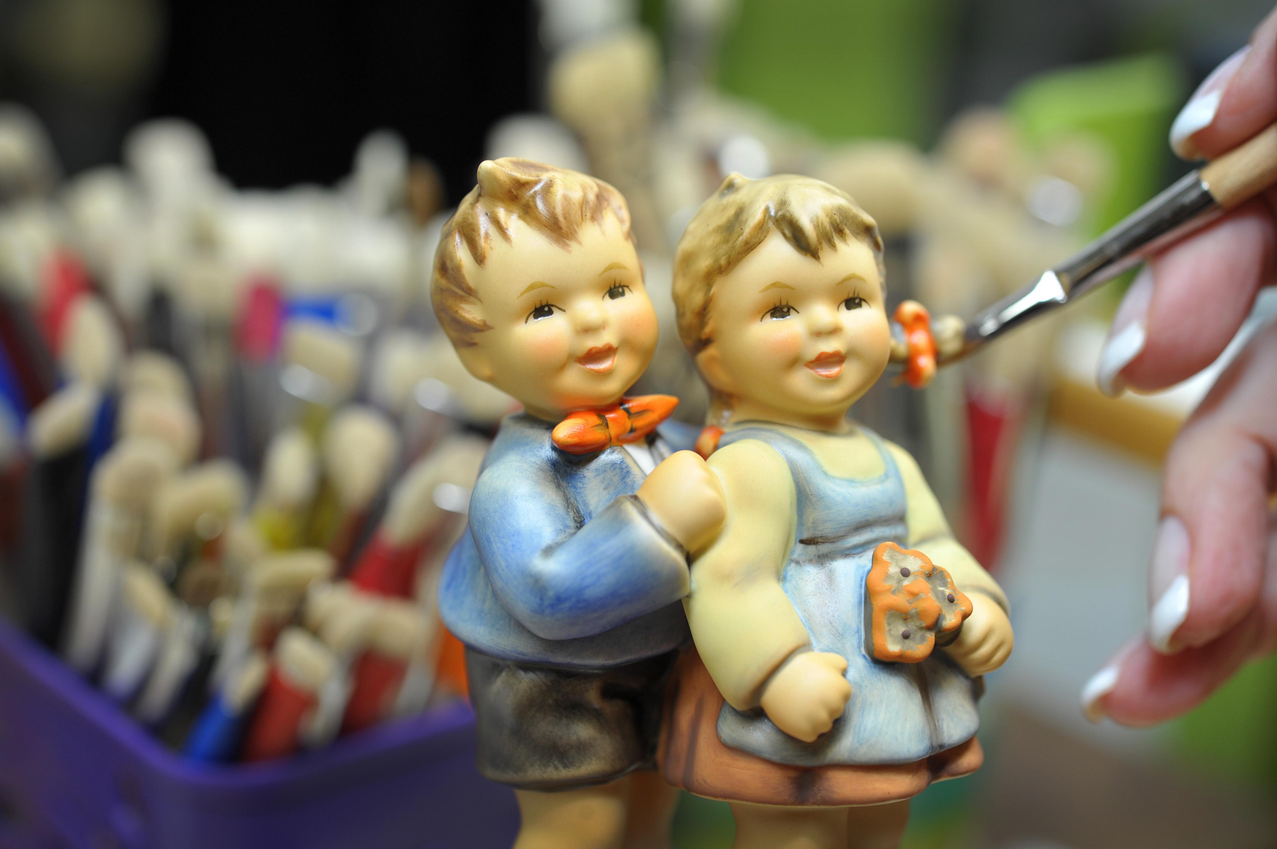 Mit Hand bemalte Unikate: Wer Hummel-Figuren sammelt, kann je nach Stück bei einem Verkauf richtig Geld verdienen.