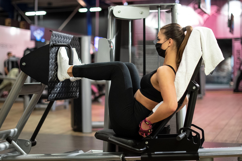 Hobby-Sportler müssen aktuell aufs Training im Fitnessstudio verzichten.