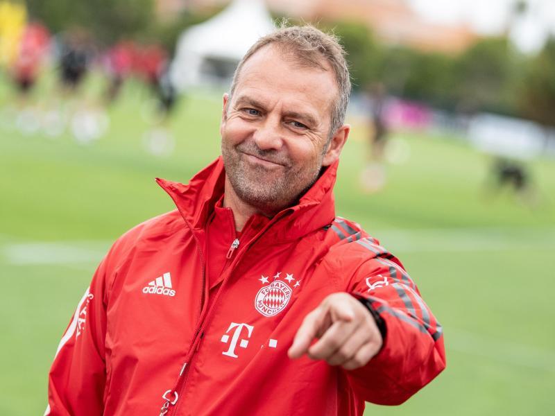 Bittet sein Team wieder zum Training: Bayern-Coach Hansi Flick. Foto: Matthias Balk/dpa
