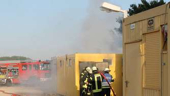 Brand in Baucontainer