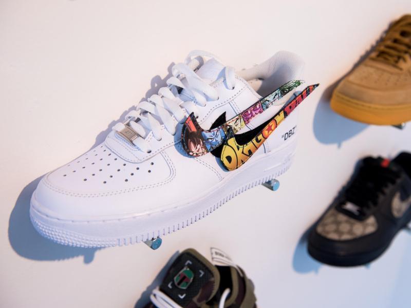 Die Nachfrage nach Sneakern bleibt laut Schuhbranche hoch.