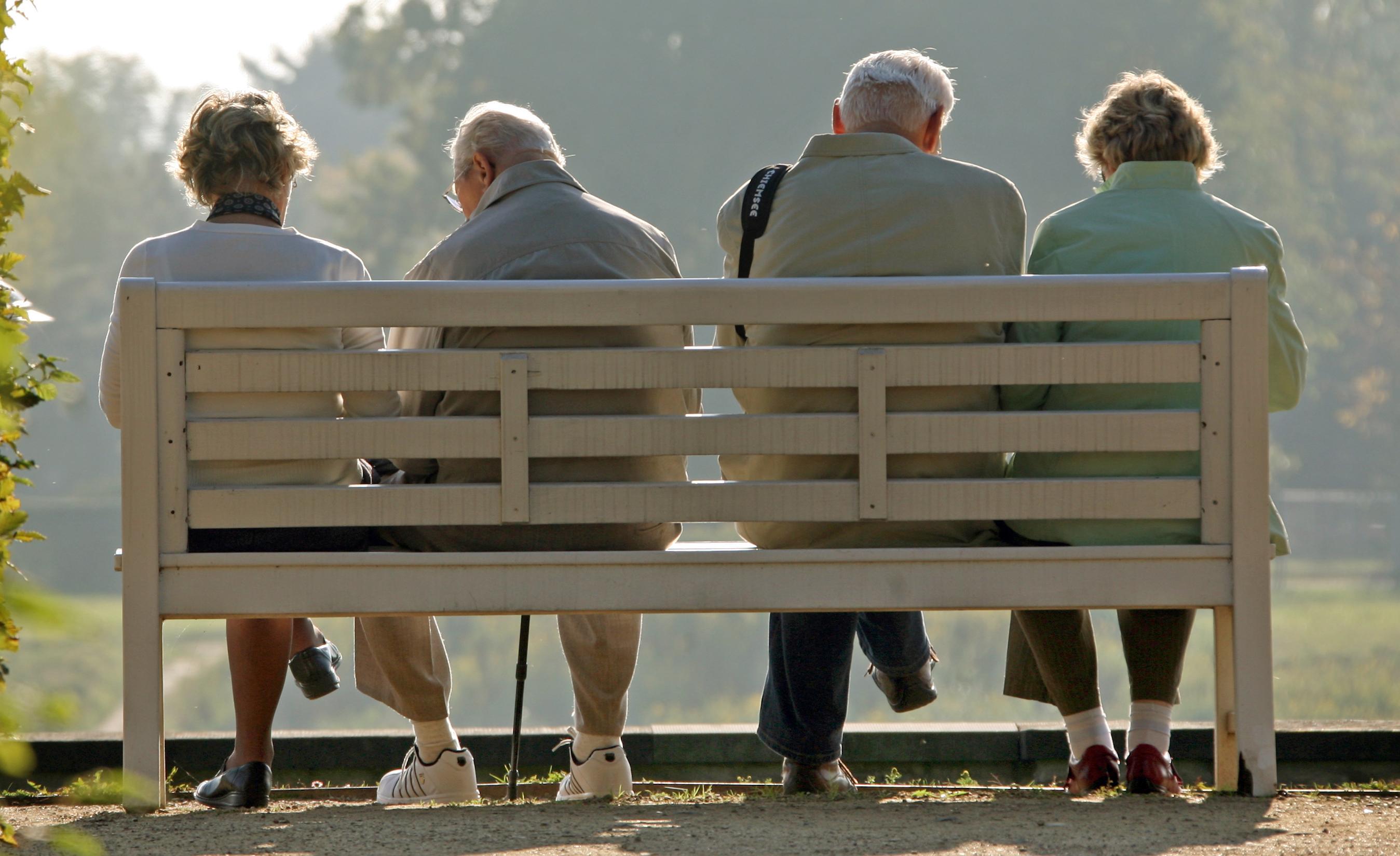 Ein Bericht schildert, wieviel Geld Rentner 2019 im Schnitt zur Verfügung hatten.