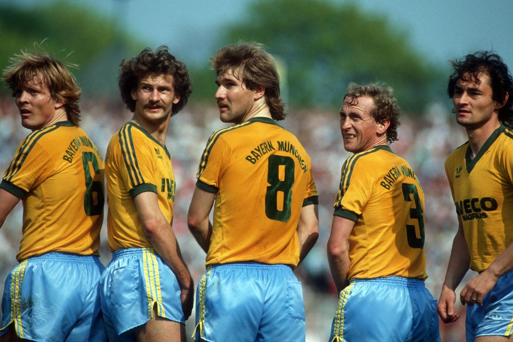 Ziemlich exotisch: Das gelb-blaue Auswärtstrikot des FC Bayern 1983/84.