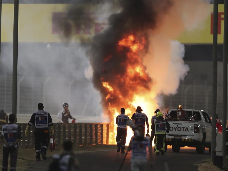 Der Unfall von Romain Grosjean in Bahrain sorgte auch für heftige Kritik aus dem Fahrerlager. Foto: Kamran Jebreili/Pool AP/dpa