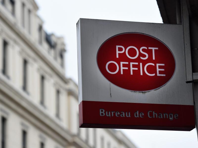 Pakete aus Großbritannien müssen künftig durch den Zoll. Foto: Andy Rain/EPA/dpa