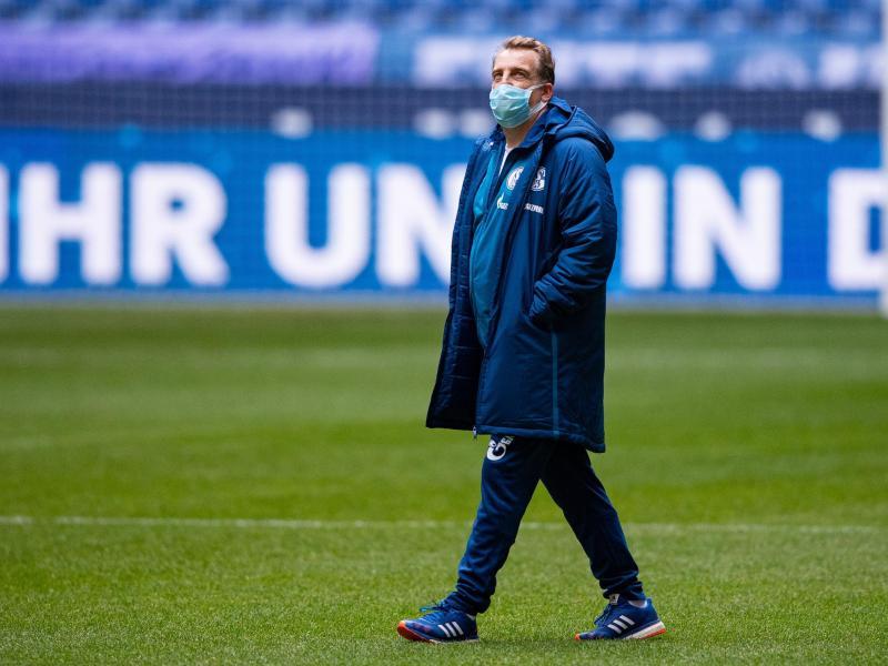 Hat mit Onur Cinel das erste Training bei Schalke seit der Trennung von Chefcoach Gross geleitet: Mike Büskens.