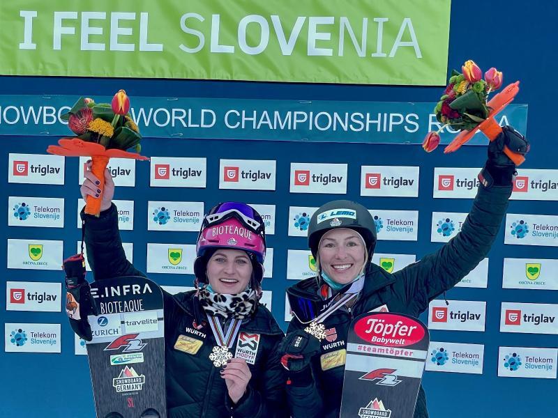 Ramona Hofmeister (r) und Selina Jörg feiern Silber und Bronze beim Parallel-Slalom.