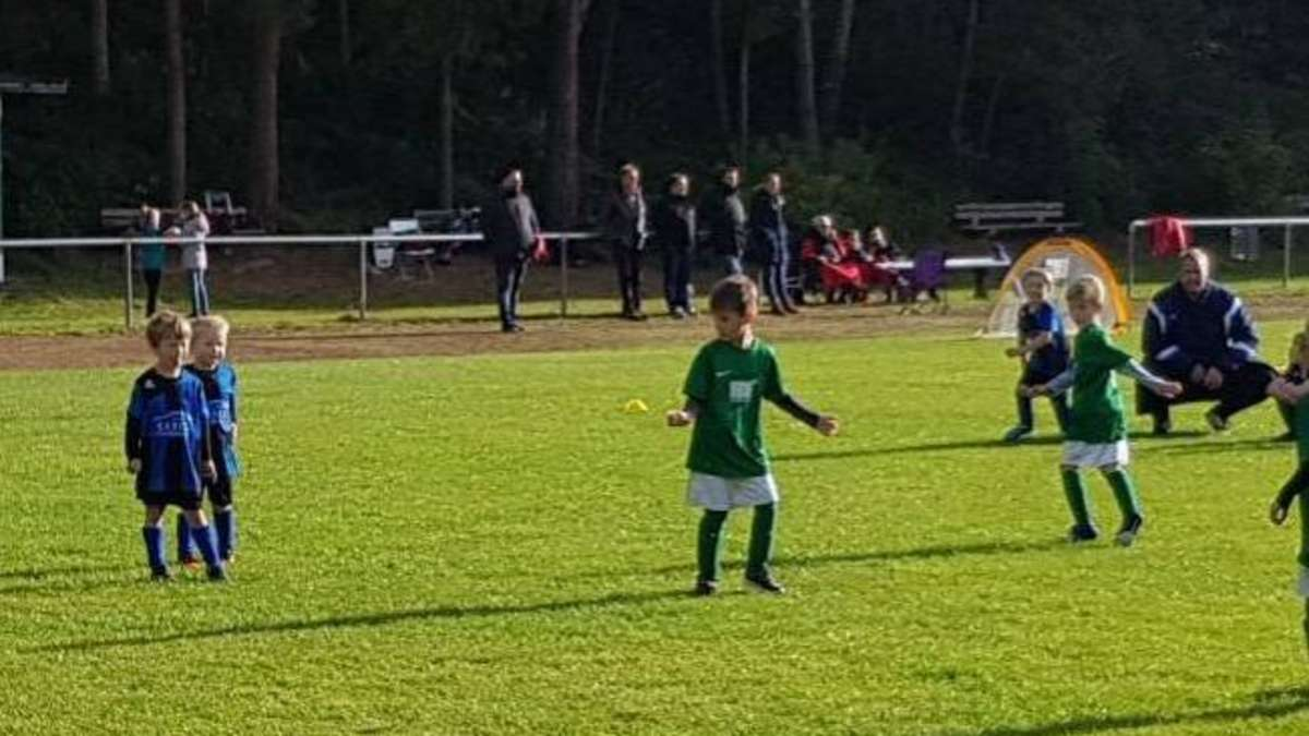 Junge-Kicker-d-rfen-trainieren