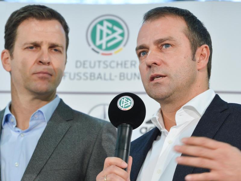 Bald wieder vereint beim DFB? Bundestrainer-Wunschkandidat Hansi Flick (r) und Nationalmannschafts-Direktor Oliver Bierhoff.