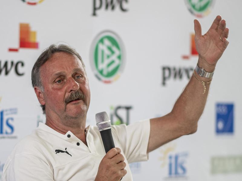 Peter Neururer rückt in den Vorstand des Wuppertaler SV.