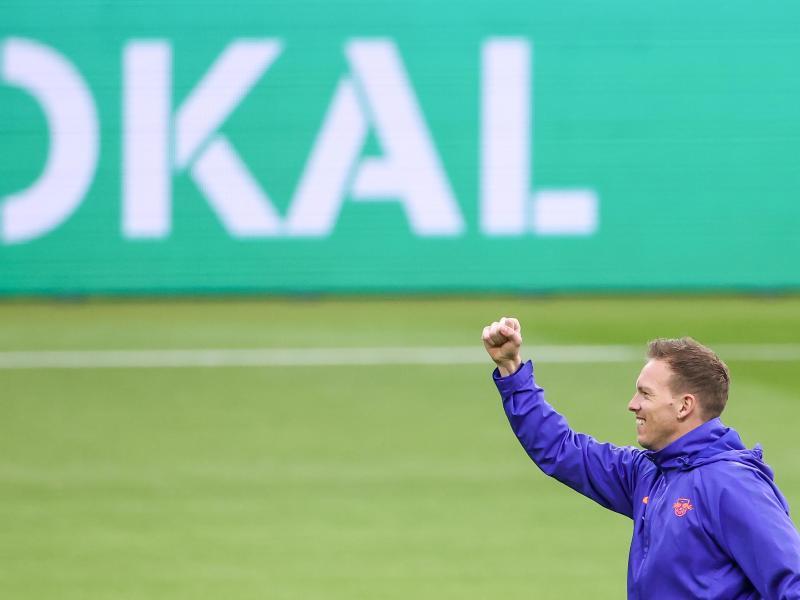 Leipzigs Trainer Julian Nagelsmann hofft auf einen Erfolg im Pokalfinale gegen den BVB..