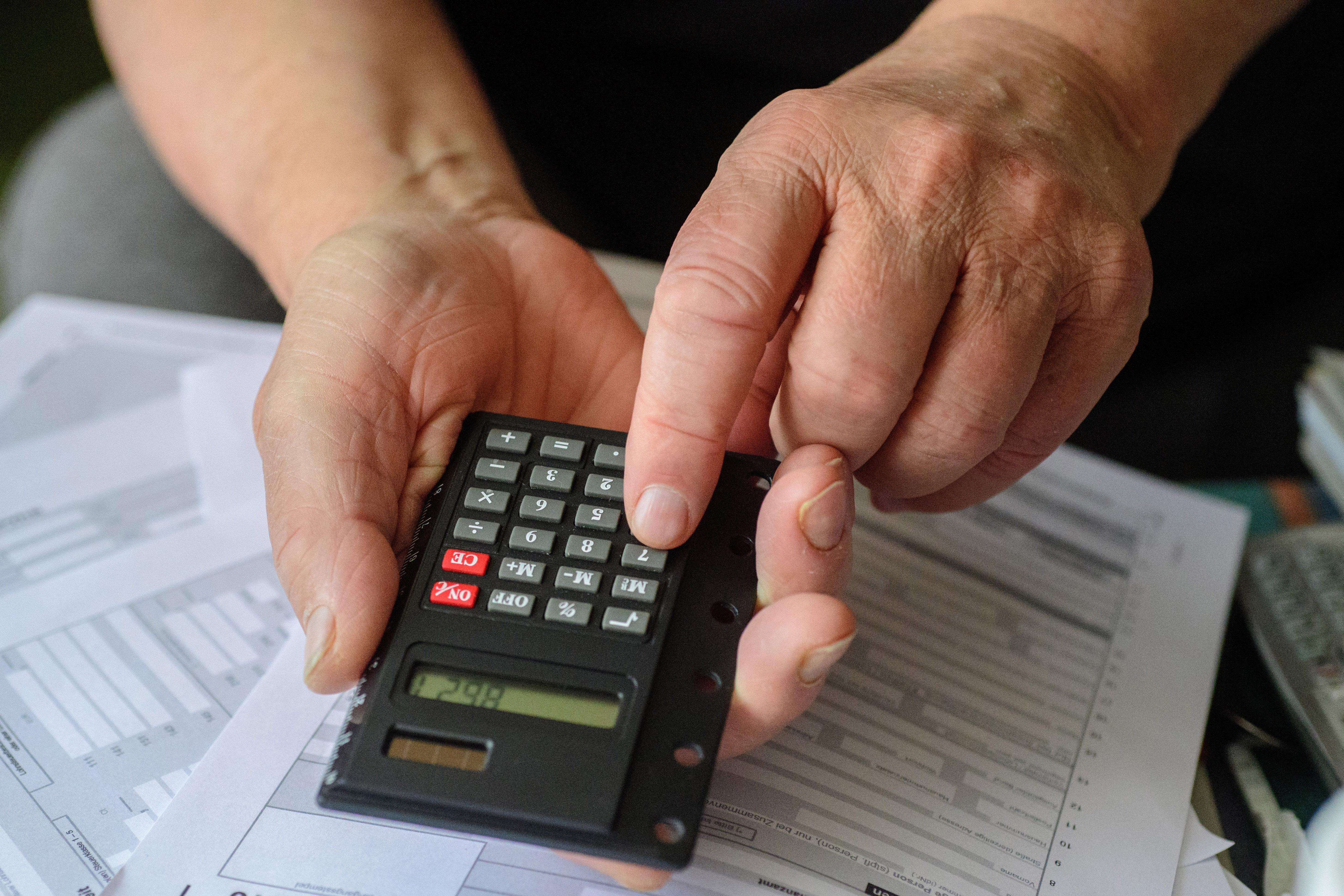 Der BFH will am 31. Mai zwei wegweisende Urteile zur Rentenbesteuerung verkünden - mit potenziell großen Auswirkungen für Rentner. (Symbolbild)
