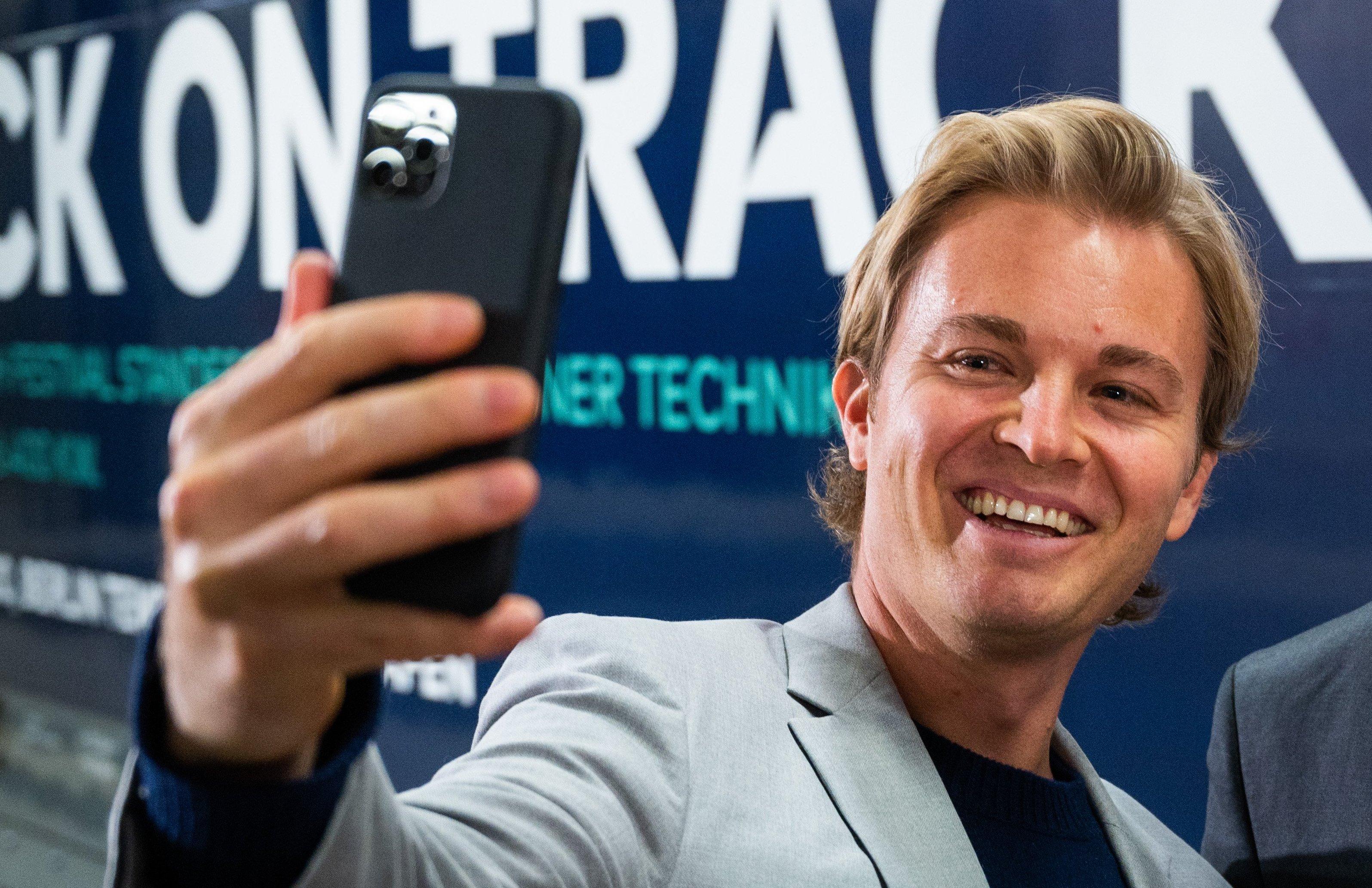 Nico Rosberg macht hier ein Selfie - Foto aus dem Januar, 2020.