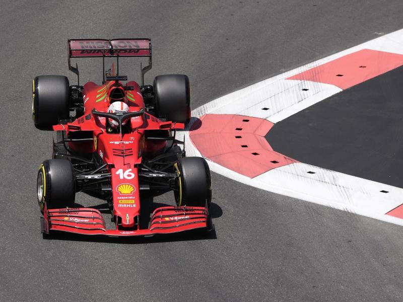Leclerc vom Team Scuderia Ferrari steuerte sein Auto bei der Qualifikation zum Großen Preis von Aserbaidschan auf die Pole Position.