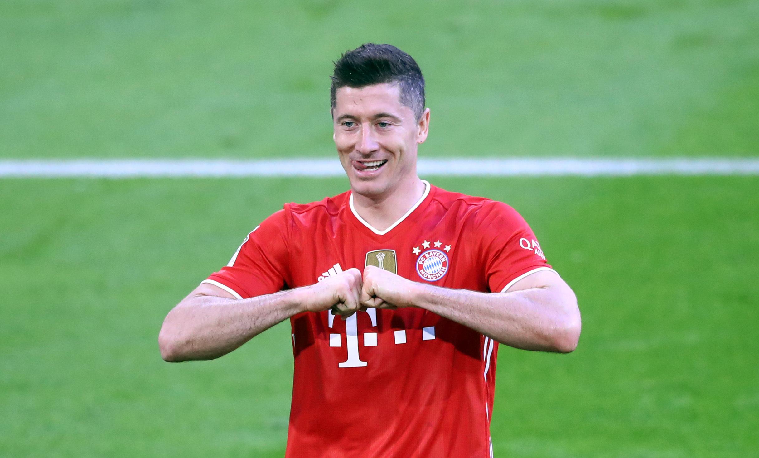 Robert Lewandowski wurde 2021 zum Weltfußballer gekürt - was die Einnahmen angeht hat er es dagegen gerade so in das Ranking geschafft.