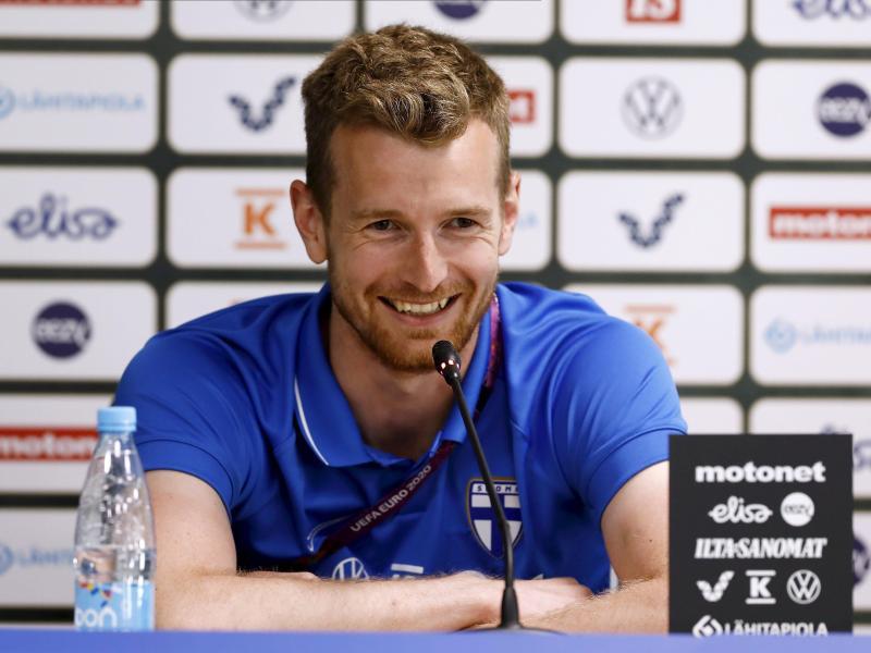 Freut sich auf das EM-Debüt mit Finnland: Lukas Hradecky.
